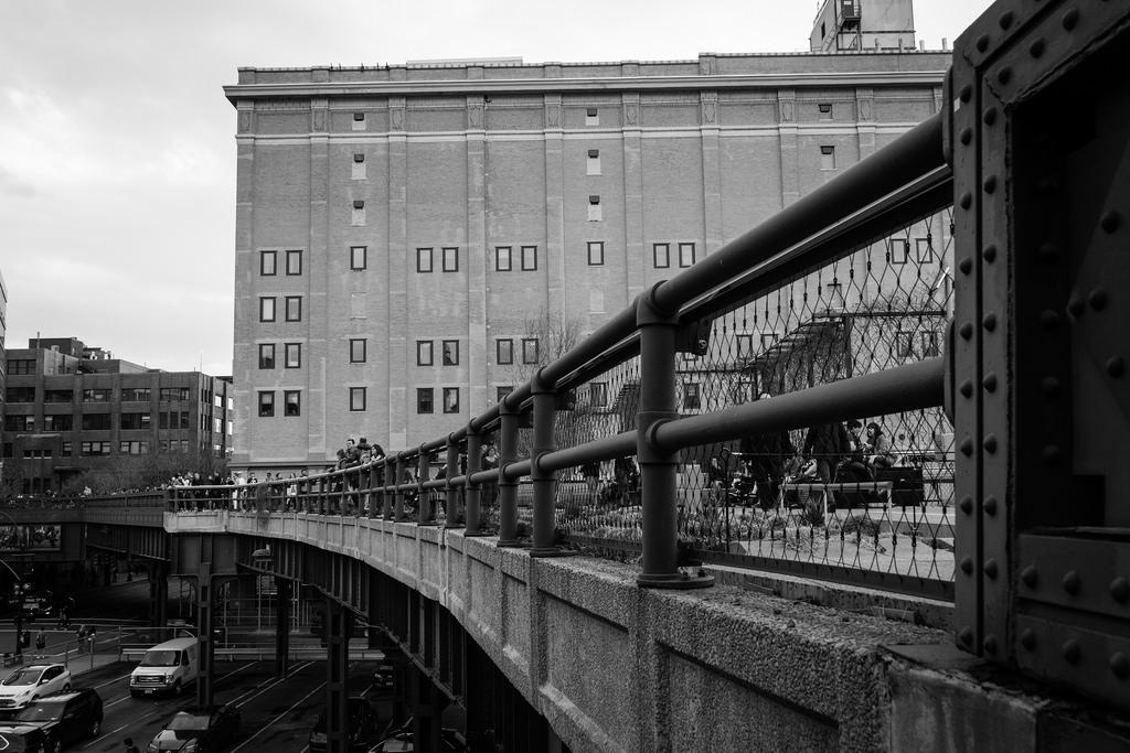 Promenade sur la High Line, en noir et blanc.