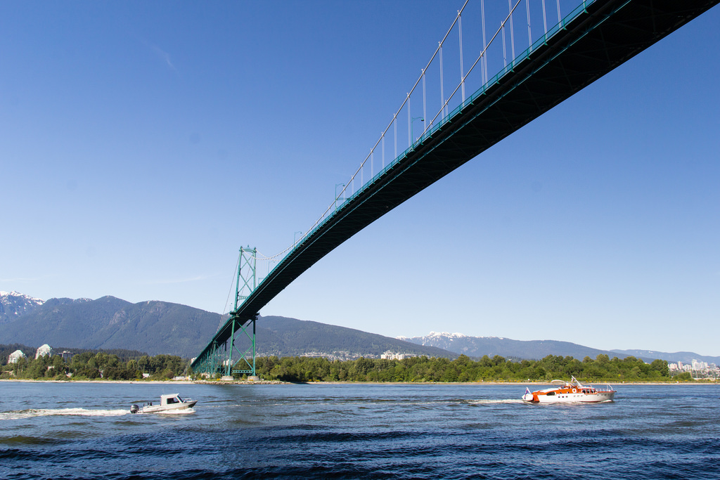 Sous le Lions Gate Bridge.