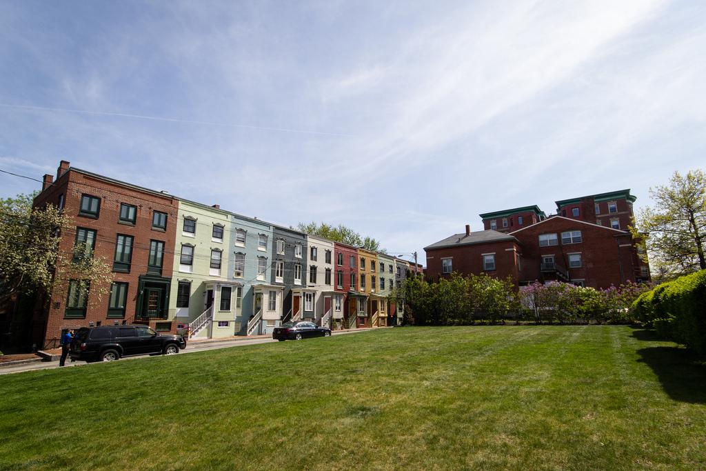 Maisons colorées dans les rues de Portland, Maine.
