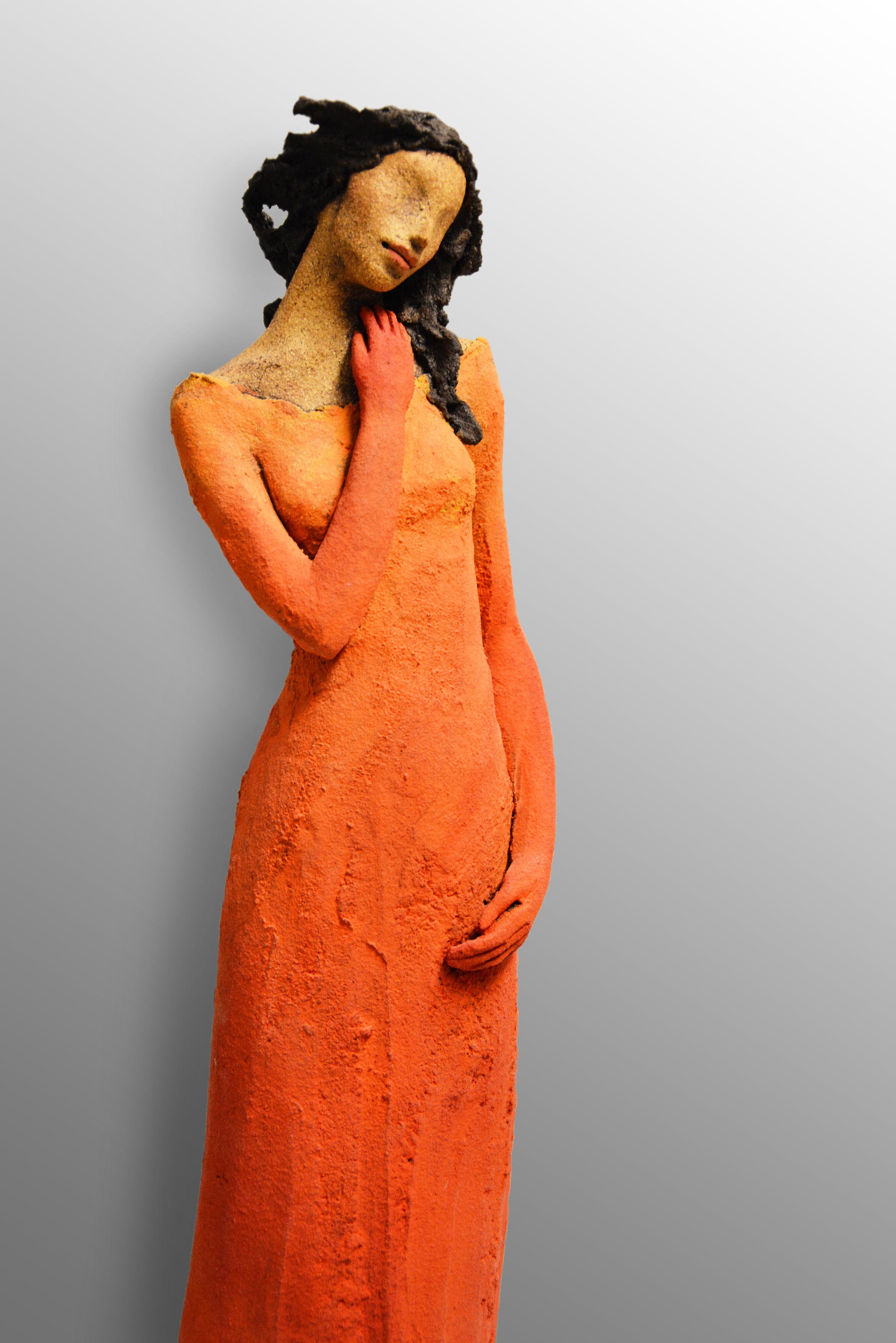 Orange stående dame, keramikk, skulptur, Ingun Dahlin