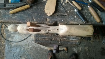 C'est l'heure du ciseau à bois ! On creuse, avec patience et précision.