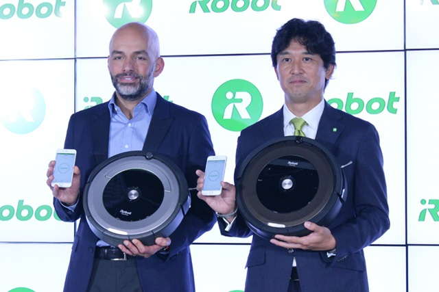 iRobot プロダクトマネジメント シニアダイレクター フーマン・シャヒディ氏(左)と、代表執行役員社長 挽野元氏(右)