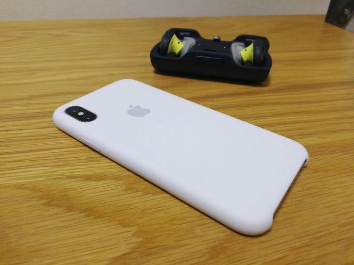 iphoneXのapple純正シリコンケースのホワイトとboseのsoundsportfreeワイヤレス