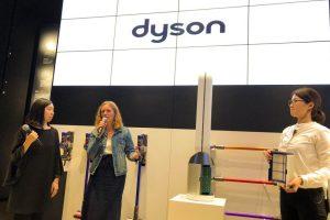 dyson表参道直営店でのdyson_pure_coolの開発者エンジニアトークの様子