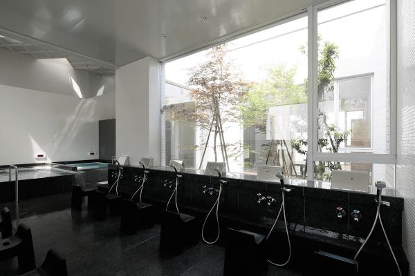 露天風呂ありの東京のオシャレ銭湯天然温泉久松湯の浴室