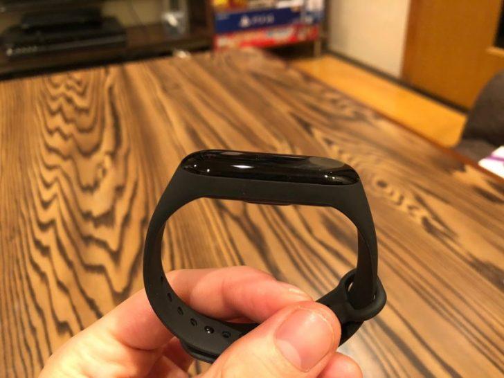 0.78インチ OLEDタッチディスプレイを付けたxiaomi_mi_band3本体側面