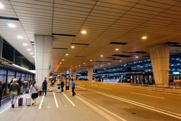 成田空港第2ターミナルのバス2番乗り場