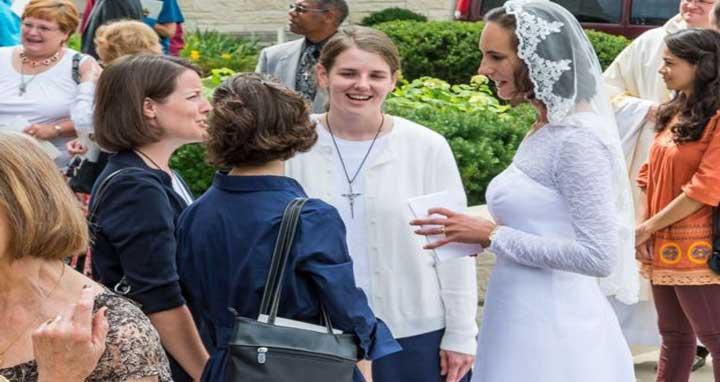 যীশুখ্রীস্টকে বিয়ে করে আজীবন কুমারী থাকেন যে নারীরা