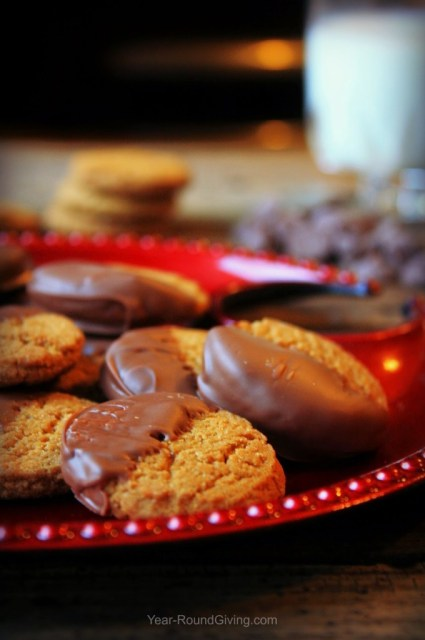 To make these Chocolate Dipped Ginger Snaps is a box of ginger snaps and a bag of chocolate chips. A quick and sweet treat to make around the holidays.