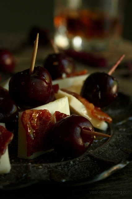 An easy appetizer with bacon to make: Cherry, Bacon & Goat Gouda with Honey Drizzle.