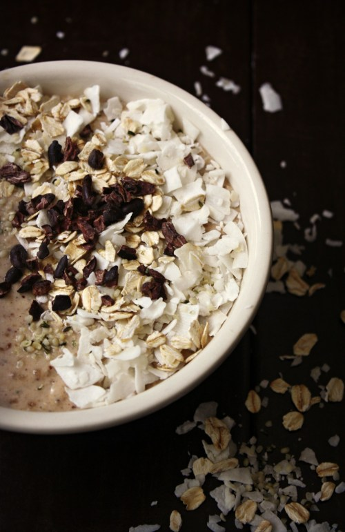 This Oatmeal Cookie Superfood Smoothie Bowl tastes just like an oatmeal cookie and is a great breakfast to keep you fueled throughout the morning.