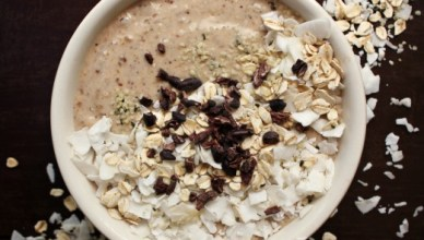 Superfood Oatmeal Cookie Smoothie Bowl. Packed with superfoods to keep you fueled through out the morning. Plus it tastes just like a oatmeal cookie.