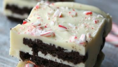 Oreo Peppermint Bark is a simple no-bake treat for the holidays. All you need is Oreo cookies, white chocolate, and some candy canes.