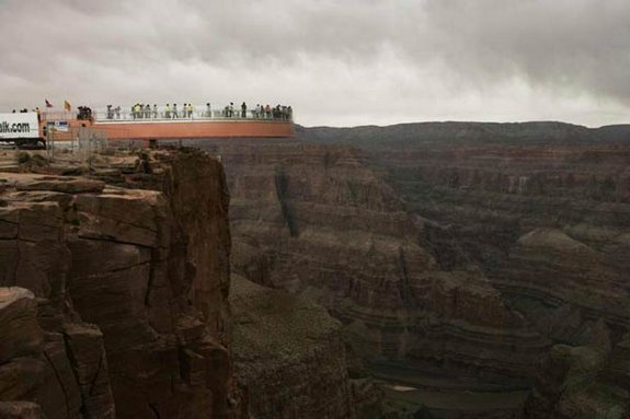 стеклянному мосту над Колорадо 08 в 4000 футов стекла мост над рекой Колорадо