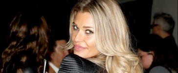 Samantha Hoopes posts topless photo online