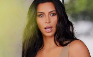 Kim Kardashian and Kourtney Kardashian depart their hotel in South Beach, Fla. (Photo: Splash News)