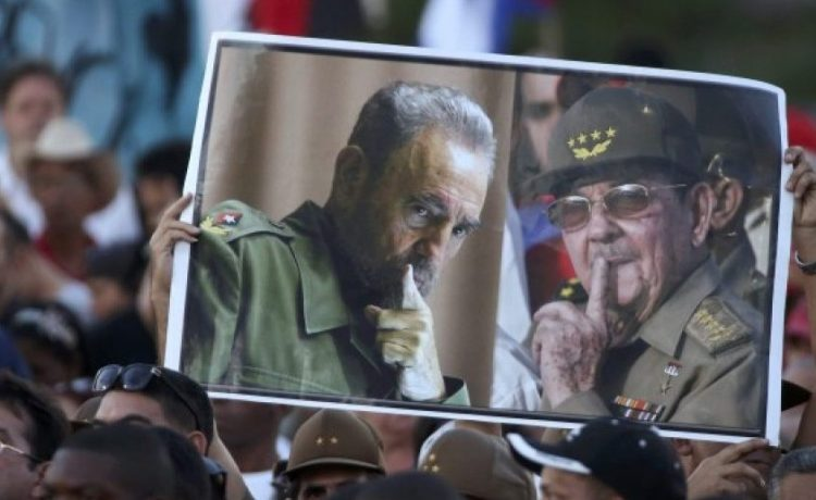 Attendees hold portraits of Cuba's late President Fidel Castro (L) and current President Raul Castro as they pay tribute to Fidel Castro at a massive rally at Revolution Square in Havana, Cuba, November 29, 2016. REUTERS/Carlos Garcia Rawlins