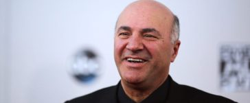 Television personality Kevin O'Leary arrives at the 2015 American Music Awards in Los Angeles, California November 22, 2015. REUTERS/David McNew - RTX1VC6P