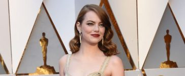 "Nominee for Best Actress ""La La Land"" Emma Stone arrives on the red carpet for the 89th Oscars on February 26, 2017 in Hollywood, California. (Photo credit: VALERIE MACON/AFP/Getty Images)"