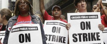 Chicago Teachers Union members picket outside of the Chicago Public School headquarters on the fourth day of their strike in Chicago, Illinois, U.S. September 13, 2012. REUTERS/John Gress