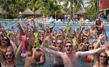 """CANCUN, MEXICO - MARCH 19: Spring breakers attend mtvU Spring Break 2014 at the Grand Oasis Hotel on March 19, 2014 in Cancun, Mexico. """"mtvU Spring Break"""" starts airing March 31st on mtvU. (Photo by Larry Busacca/Getty Images for MTV)"""