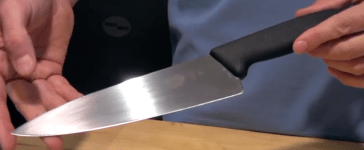 Both chef's and novices alike LOVE this knife (Victorinox/YouTube screenshot)