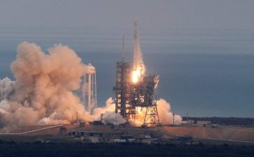 A SpaceX Falcon 9 rocket lifts off on a supply mission to the International Space Station from historic launch pad 39A at the Kennedy Space Center in Cape Canaveral, Florida, U.S., February 19, 2017. (REUTERS/Joe Skipper)