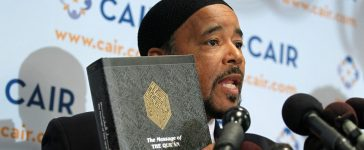Executive Director of Muslim American Society Freedom Foundation (MAS Freedom) Mahdi Bray holds a translated copy of the Quran: Alex Wong/Getty Images