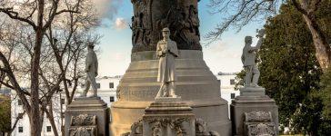 Monument honoring Confederate soldiers in Montgomery, Alabama (Shutterstock/JNix)