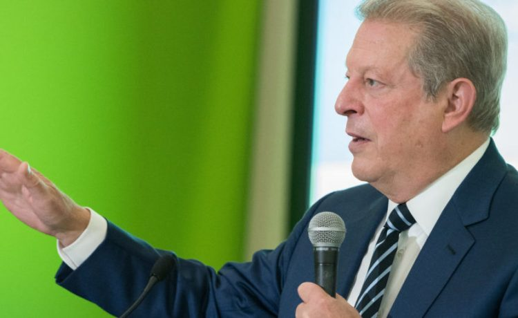LE BOURGET near PARIS, FRANCE - DECEMBER 7, 2015 : American politician and environmentalist Al Gore at the Paris COP21, United nations conference on climate change. (Shutterstock/Frederic Legrand - COMEO )