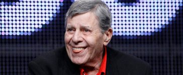 """Actor and comedian Jerry Lewis attends the encore session for """"The Method to the Madness of Jerry Lewis"""" at the 2011 Summer Television Critics Association Cable Press Tour in Beverly Hills, California July 29, 2011. REUTERS/Mario Anzuoni (UNITED STATES - Tags: ENTERTAINMENT) - RTR2PFZ2"""