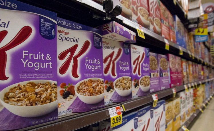 Various types of Kellogg's cereals are pictured at a Ralphs grocery store in Pasadena, California August 3, 2015. REUTERS/Mario Anzuoni