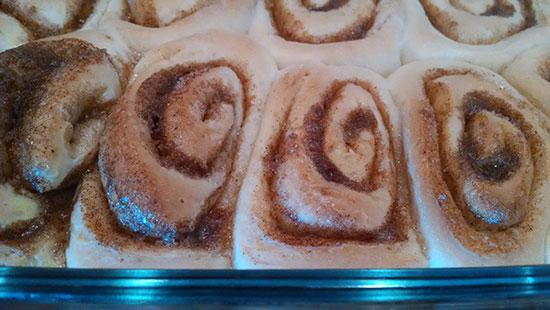 cinnamon-rolls-beforeglaze