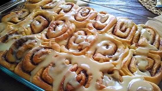 cinnamon-rolls-withglaze