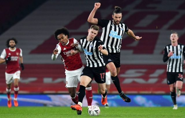 Arsenal's Brazilian midfielder Willian vies with Newcastle United's Swedish defender Emil Krafth (C) and Newcastle United's English striker Andy Carroll (R) during the English FA Cup third round football match between Arsenal and Newcastle United at the Emirates Stadium in London on January 9, 2021. (Photo by Glyn KIRK / AFP)