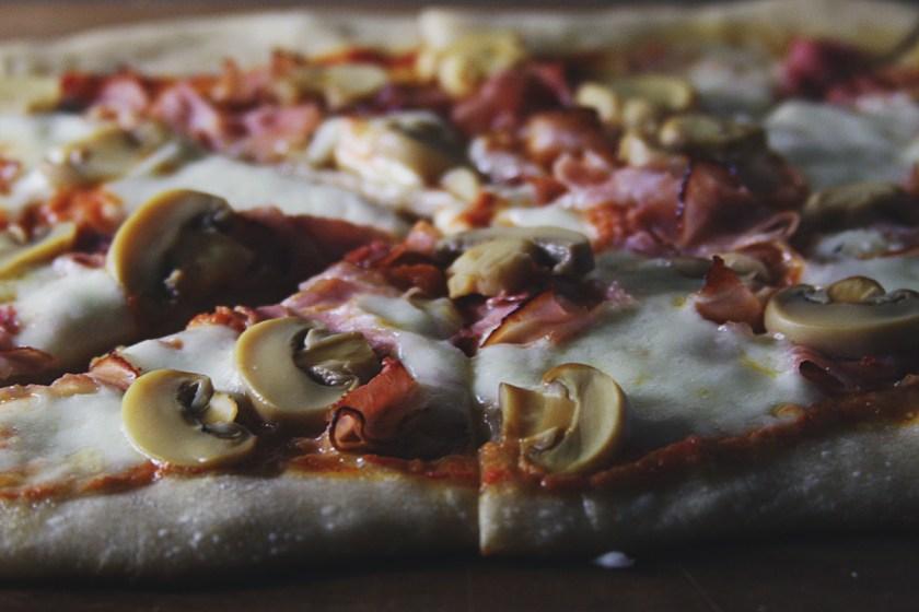 mushroom-ham-pizza