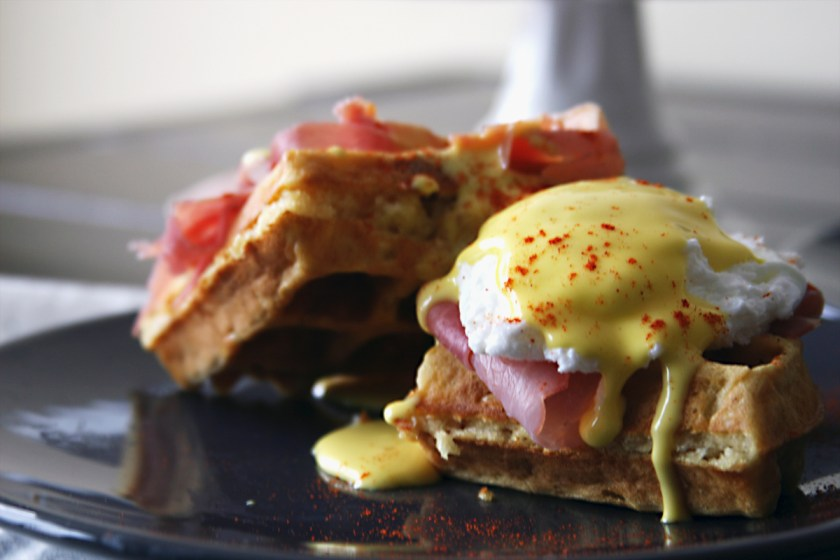 waffle-eggs-benedict-prosciutto-3