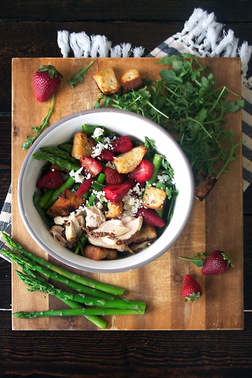strawberry-panzanella-salad-honey-mustard-croutons-3