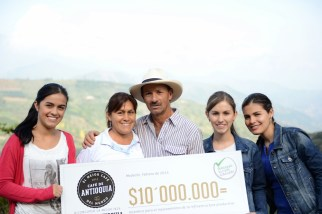 Farmer Conrado Antonio Marin of Jardin and his family (second place at the Antioquia's Best Cup). Left to right - Maria Isabel Marin Velasquez, Margarita Velasquez Agudelo, Conrado Antonio Marin Osorio, Katerine Marin Velasquez, Leidy Johanna Marin Velasquez. Photo by Mark Shimahara.