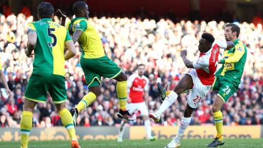 LONDON, ENGLAND - APRIL 30: Danny Welbeck of Arsenal scores the opening goal during the Barclays Premier League match between Arsenal and Norwich City at The Emirates Stadium on April 30, 2016 in London, England (Photo by Paul Gilham/Getty Images)