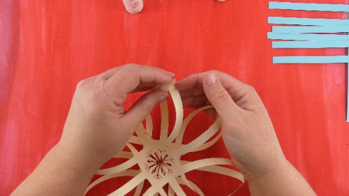 crease the 3D snowflake so the two sides stay apart.