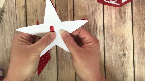 Putting together the 3D glitter star for fourth of July Decor