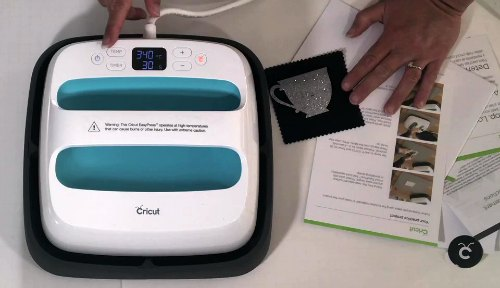 Going over the controls on a Cricut easy press for review
