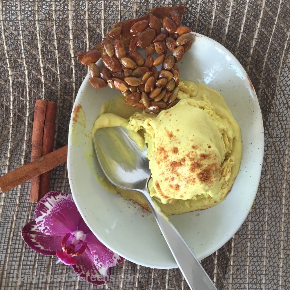Golden spice cream with pumpkin seed crackle