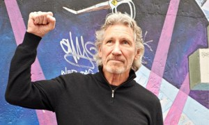 Roger-Waters-with-another-009