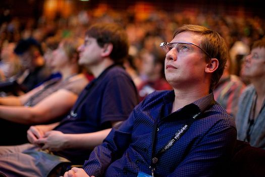 800px-google_glass_user_at_the_wikimania_2014_opening