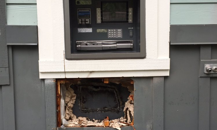 Dumb Thieves Sorry They Used a Blowtorch to Open an ATM Machine [VIDEO]