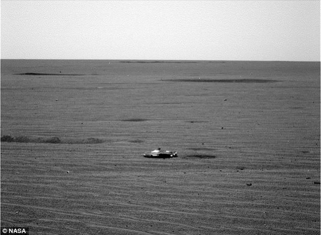 Did NASA Capture a Picture of Alien Ship on Mars?  [PHOTOS]