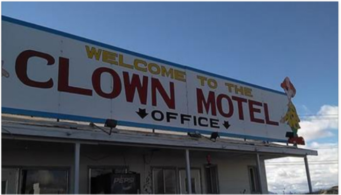 Take A Tour Around America's Creepiest Motel, Would You Stay There? [PHOTOS]