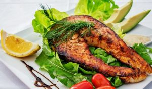 broiled-salmon-with-lettuce-tomato-and-avocado